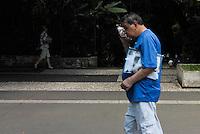 SÃO PAULO, SP, 10.02.2014 - CLIMA TEMPO SP - Sol forte e calor, céu com poucas nuvens, termômetro  marcando 34 graus, na região da Avenida Paulista nesta segunda feira (10) ( FOTO JORGE ANDRADE - BRAZIL PHOTO PRESS)