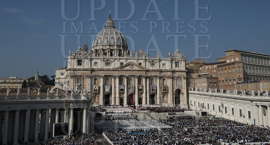 A general view of a canonization mass in St. Peter's Square at the Vatican, on October 14, 2018.<br /> UPDATE IMAGES PRESS/Isabella Bonotto<br /> <br /> STRICTLY ONLY FOR EDITORIAL USE