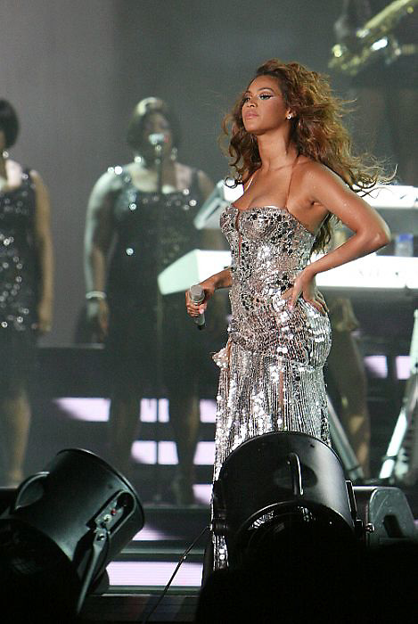 NEW ORLEANS - JULY 06:  Beyonce Knowles performs at the 2007 Essence Music Festival - Day 2  (Photo by Soul Brother/Getty Images)