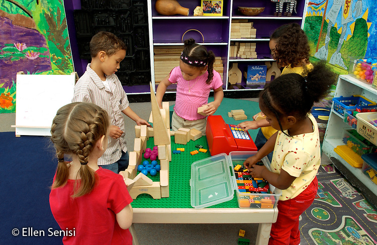 MR / Schenectady, NY.Yates Arts-in-Education Magnet School               .Full day pre-K class; urban public school               .State funding thru NYS Universal Pre-K Program.Students play store together at free play time..MR: AE-pkf.©Ellen B. Senisi
