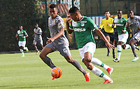 BOGOTA -COLOMBIA, 21-02-2017. Harrison Mancilla (L) player of Tigres FC figths the ball against of Jefferson Duque (L) player of Deportivo Cali during match Ror the date 5 of the Aguila League I 2017 played at Metropolitano de Techo stadium . Photo:VizzorImage / Felipe Caicedo  / Staff