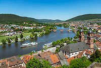Germany; Bavaria; Lower Franconia; Miltenberg at river Main: view from castle Miltenberg across old town with parish church St Jacob; with sightseeing boat | Deutschland; Bayern; Franken (Unterfranken); Miltenberg: Blick von der Burg Miltenberg ueber die Altsdtadt mit Stadtpfarrkirche St. Jakobus; Ausflugsschiff unterwegs zu einer Rundfahrt auf dem Main
