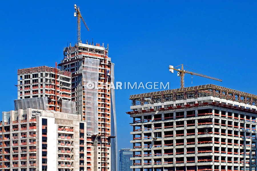 Construçao de predios na cidade de Sao Paulo. 2013. Foto de Marcia Minillo.