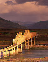 F00153M.tiff   Morning light on bridge at The Dalles. Columbia River Gorge National Scenic Area, Oregon.