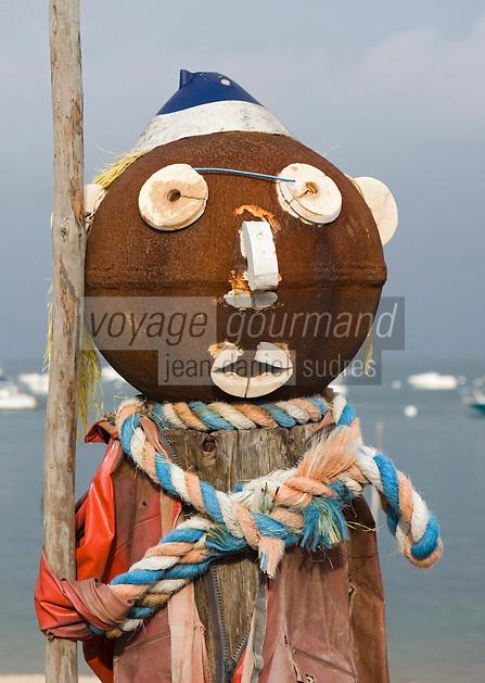 Europe/France/Aquitaine/33/Gironde/Bassin d'Arcachon/L'Herbe; les cabanons du village ostréicole - détail décoration du pilier d'un ponton