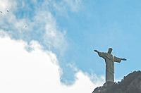 Rio de Janeiro (RJ), 18/07/2019 - Clima / Rio de Janeiro - Vista do Cristo Redentor onde o sol aparece entre nuvens com sensação térmica de 23 graus no Rio de Janeiro, bairro de Botafogo zona sul do Rio de Janeiro nesta quinta-feira (18) (Foto: Vanessa Ataliba/ Brazil Photo Press)