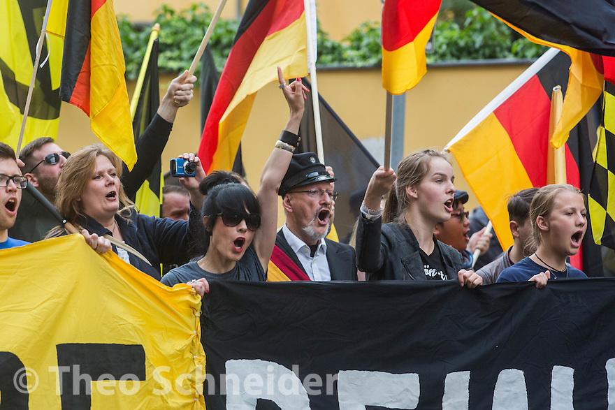 """Rund 100 Anhänger der """"Identitären Bewegung"""" zogen zum 17. Juni durch Berlin-Mitte."""