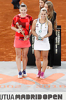 Simona Halep, Roumania (l) celebrates the victory in the Madrid Open Tennis 2016 Final match in presence of Slovakia's Dominika Cibulkova, Finalist .May, 7, 2016.(ALTERPHOTOS/Acero)a /NortePhoto.com