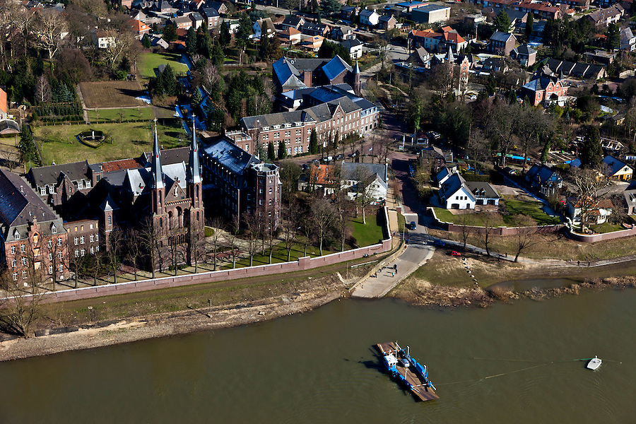 Nederland, Limburg, Gemeente Venlo, 07-03-2010; Tegelen, pontje over de Maas tussen Steijl (Steyl) en Baarlo. Klooster en kerk, Missiehuis Steyl..luchtfoto (toeslag), aerial photo (additional fee required).foto/photo Siebe Swart
