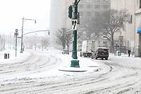 NEW YORK, NY, 14.03.2017 - CLIMA-NEW YORK - Wall Strett durante a Nevasca Stella considerada a maior tempestade de neve dos últimos anos provocando cancelamento de quase 7.000 voos segundo a CNN. A Times Square fica localizada em Manhattan em New York nos Estados Unidos. (Foto: William Volcov/Brazil Photo Press)