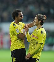 FUSSBALL   1. BUNDESLIGA   SAISON 2011/2012    9. SPIELTAG  14.10.2011 SV Werder Bremen - Borussia Dortmund                  SCHLUSSJUBEL Dortmund: Torschuetze zum 0-2 Patrick Owomoyela (li)  und Moritz Leitner