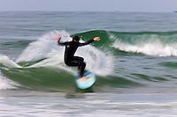 Europe/France/Aquitaine/64/Pyrénées-Atlantiques/Pays Basque/Biarritz: Entrainement des surfeurs sur la plage de la Chambre d'Amour