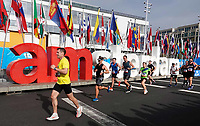 Nederland - Amsterdam - 2018 . De Marathon van Amsterdam. De lopers rennen langs de I Amsterdam letters richting het Olympisch Stadion.  Foto Berlinda van Dam / Hollandse Hoogte