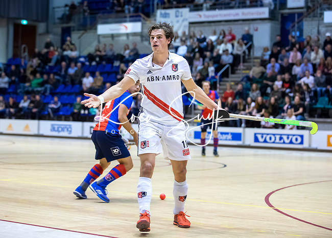 ROTTERDAM  - NK Zaalhockey . finale heren: SCHC-Amsterdam (2-2, SCHC wint shoot-outs) . Boris Burkhardt (Adam) met Roderick Tam (SCHC) .  COPYRIGHT KOEN SUYK