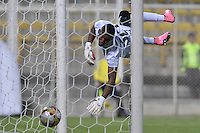 BOGOTÁ -COLOMBIA, 02-07-2016. Jefferson Martinez arquero de Envigado FC no logra evitar el gol de Camilo Mancilla (fuera de cuadro) durante el encuentro con La Equidad por la fecha 1 de la Liga Águila II 2016 jugado en el estadio Metropolitano de Techo de la ciudad de Bogotá./ Jefferson Martinez goalkeeper of Envigado FC can't avoid the goal from Camilo Mancilla (out the frame) during match against La Equidad for the date 1 of the Aguila League I 2016 played at Metropolitano de Techo stadium in Bogotá city. Photo: VizzorImage/ Gabriel Aponte / Staff
