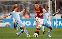Calcio, Serie A: Roma vs Lazio. Roma, Stadio Olimpico, 8 aprile 2013..AS Roma forward Francesco Totti, center, is challenged by Lazio midfielders Hernanes, of Brazil, left, and Ogenyi Onazi, of Nigeria, during the Italian serie A football match between A.S. Roma  and Lazio at Rome's Olympic stadium, 8 april 2013..UPDATE IMAGES PRESS/Riccardo De Luca