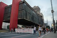 SAO PAULO, SP 07 DE SETEMBRO DE 2013 - PROTESTO 7 DE SETEMBRO - Manifestantes ocupam a Avenida Paulista em protesto contra a corrupção, na tarde deste sabado, 07, regiao central da capital. FOTO: ALEXANDRE MOREIRA / BRAZIL PHOTO PRESS