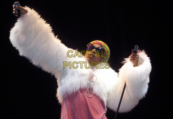 MACY GRAY.big glasses, fur coat, concert, live.www.capitalpictures.com.sales@capitalpictures.com.© Capital Pictures.