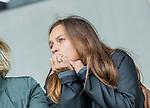 AMSTELVEEN - Kelly Jonker (Adam)  kijkt toe   tijdens de hoofdklasse hockeywedstrijd dames,  Amsterdam-Den Bosch (1-1). Kelly is zwanger en zal voorlopig niet spelen  COPYRIGHT KOEN SUYK