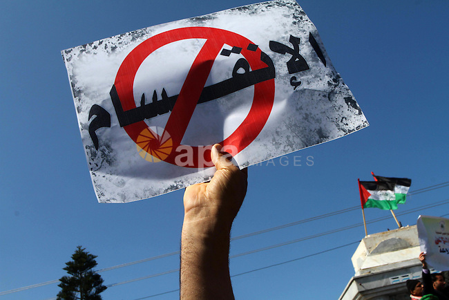 Palestinians hold signs  during a protest calling for a national reconciliation between the tow parties Fatah and Hamas  in Gaza City on March 12, 2011. Photo by Ashraf Amra