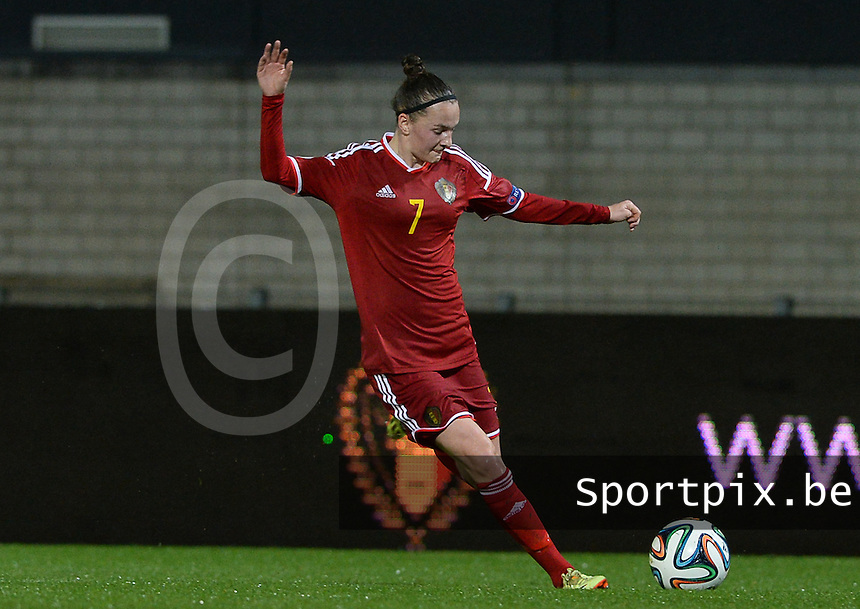 20151130 - LEUVEN ,  BELGIUM : Belgian Elke Van Gorp pictured during the female soccer game between the Belgian Red Flames and Serbia , the third game in the qualification for the European Championship in The Netherlands 2017  , Monday 30 November 2015 at Stadion Den Dreef  in Leuven , Belgium. PHOTO DAVID CATRY