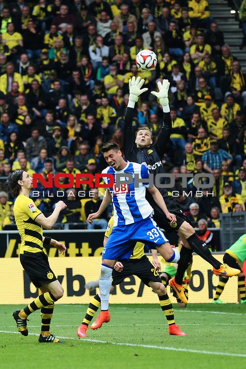 09.05.2015, Signal Iduna Park, Dortmund, GER, im Bild Mitchell Langerak (Borussia Dortmund #22) gegen Sandro Wagner ( Hertha BSC Berlin #33)<br /> <br /> Foto &copy; nordphoto / Rauch