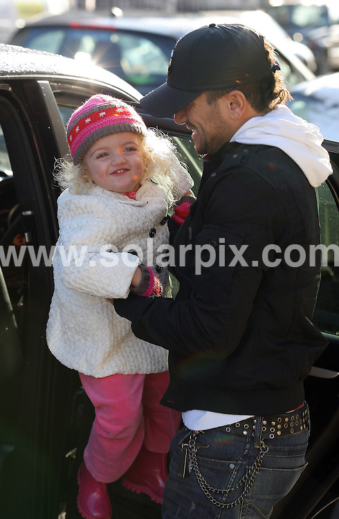 **ALL ROUND PICTURES FROM SOLARPIX.COM**.**WORLDWIDE SYNDICATION RIGHTS**.Peter Andre takes his children out for coffee with a friend (called Ryan). London, UK. 20 December 2009..This pic: Peter Andre and Princess..JOB REF: 10418 SKD       DATE: 20_12_2009.**MUST CREDIT SOLARPIX.COM OR DOUBLE FEE WILL BE CHARGED**.**MUST NOTIFY SOLARPIX OF ONLINE USAGE**.**CALL US ON: +34 952 811 768 or LOW RATE FROM UK 0844 617 7637**