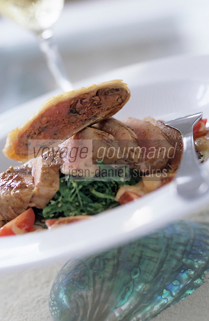 Iles Bahamas /Ile d'Eleuthera/Harbour Island/Dunmore Town: Ahi Tuna sashimi with seaweed salad and peanut sauce (Sashimi de thon en salade de fruits de mer et sauce cacahuette), recette de David Mac Callum Chef du restaurant de l'Hotel Coral Sands