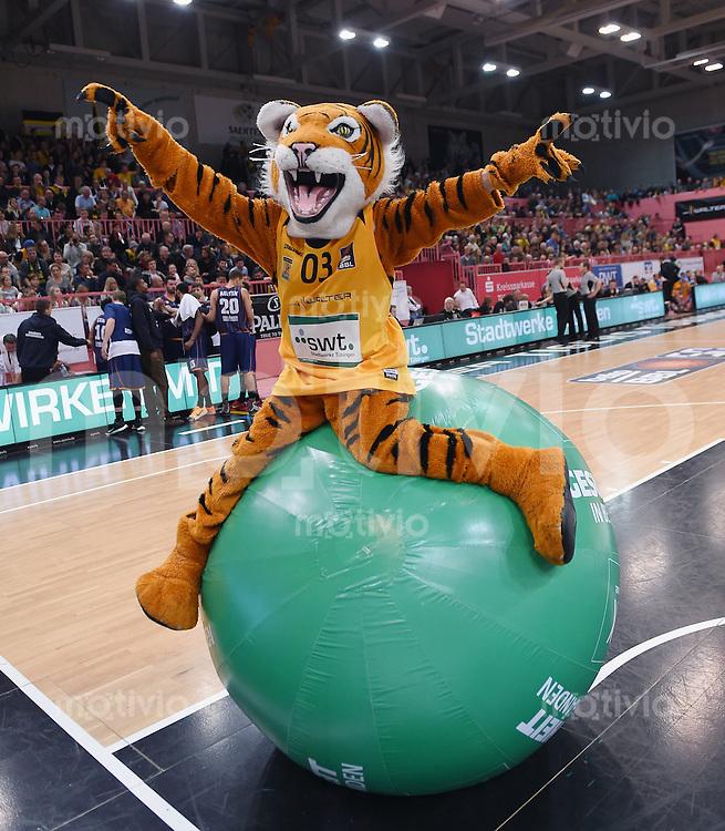 Basketball  1. Bundesliga  2015/2016  Hauptrunde  3. Spieltag  10.10.2015 Walter Tigers Tuebingen - Eisbaeren Bremerhaven Tigers Maskottchen Walter jubelt
