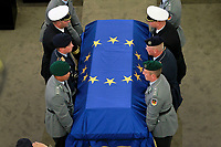 TRASBOURG, FRANCE - JULY 01: The coffin holding the remains of former German Chancellor Helmut Kohl draped by the European flag is carried to the memorial ceremony at the European Parliament on July 1, 2017 in Strasbourg, France. Kohl was chancellor of Germany for 16 years and led the country from the Cold War through to reunification. He died on June 16 at the age of 87<br /> Foto Elyxandro Cegarra / Panoramic / Insidefoto <br /> ITALY ONLY