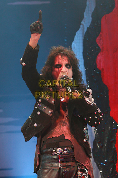 ALICE COOPER (Vincent Damon Furnier).Performing live at the Hammersmith Apollo, London, England..December 6th, 2009.performance stage concert gig music half length black leather jacket trousers  singing gloves arm in air .CAP/MAR.©Martin Harris/Capital Pictures