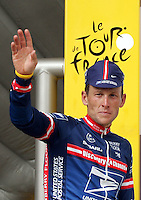 21.07.2004 US rider and five time Tour winner Lance Armstrong of Team US Postal Service gestures and smiles after winning the 16th stage of the Tour de France in L'Alpe d'Huez, France, 21 July 2004. This traditional stretch is a 15.5 km long mountain time trial which consists of 21 serpentines with a difference in elevation of 1130 metres from Bourg-d'Oisans to the winter ski resort of Ski-Ort L'Alpe d'Huez. Armstrong won the stage and moved closer to winning the tour for the sixth time.