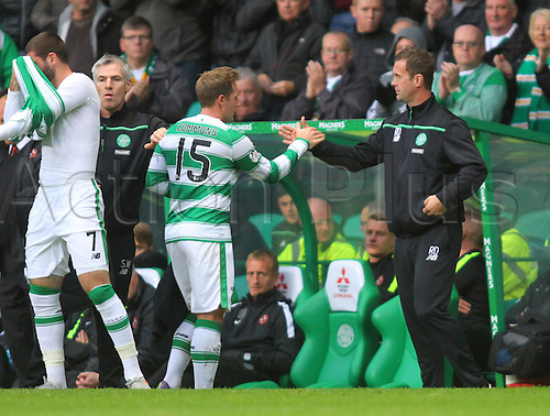 25.10.2015. Glasgow, Scotland. Scottish Premier League. Celtic versus Dundee United. Kris Commons is substituted and high fives manager Ronny Deila