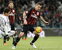 Calcio, Serie A: Juventus vs Milan. Torino, Juventus Stadium, 21 novembre 2015. <br /> AC Milan&rsquo;s Juraj Kucka, right, is challenged by Juventus&rsquo; Hernanes during the Italian Serie A football match between Juventus and AC Milan at Turin's Juventus stadium, 21 November 2015. Juventus won 1-0.<br /> UPDATE IMAGES PRESS/Isabella Bonotto