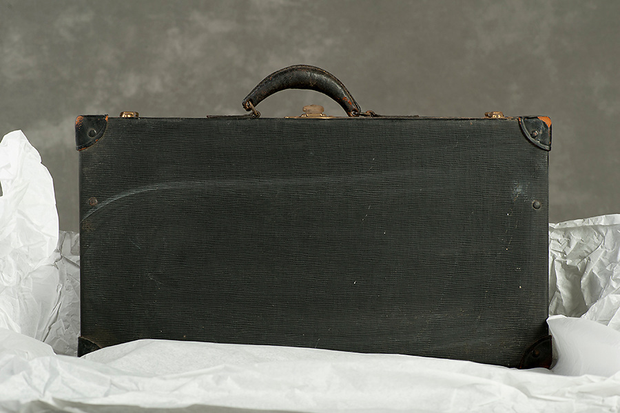 Willard Suitcases / No Name / ©2014 Jon Crispin