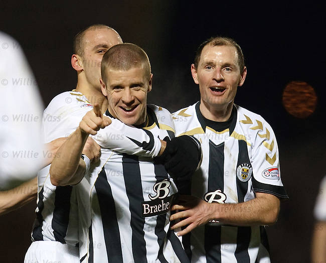 Chris Innes celebrates his goal for St Mirren with Billy Mehmet and Allan Johnston