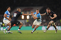 Santiago Cordero of Argentina spots a gap between Jonathan Joseph and Teimana Harrison of England during the Old Mutual Wealth Series match between England and Argentina at Twickenham Stadium on Saturday 26th November 2016 (Photo by Rob Munro)