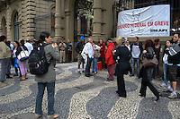 RIO DE JANEIRO-18/07/2012-ATO CONTRA A DEMOLICAO DO IASERJ- Manifestantes fazem ato contra a demolicao do IASERJ, desocupado pela Policia Militar na madrugada de sabado para domingo. no centro do Rio.Foto:Marcelo Fonseca-Brazil Photo Press