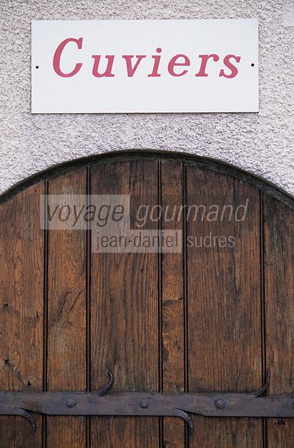 Europe/France/Aquitaine/33/Gironde/Saint-Seurin-de-Cadourne: Chateau lestage Simon (AOC Haut-Médoc) - Détail du portail du cuvier
