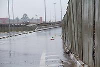 SAO PAULO, SP - 23.12.2014 - CHUVA - ALAGAMENTO - Forte chuva que atinge a região do M'Boi Mirim deixa pontos de alagamento na av. Guido Caloi e complexo Ponte Baixa na manhã desta terça-feira (23) na zona sul da capital paulista.<br /> <br /> (Foto: Fabricio Bomjardim / Brazil Photo Press).