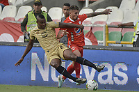 CALI - COLOMBIA, 17-08-2019: Duvan Vergara del América disputa el balón con Jefferson Mena de Rionegro durante partido por la fecha 6 de la Liga Águila II 2019 entre América de Cali y Rionegro Águilas jugado en el estadio Pascual Guerrero de la ciudad de Cali. / Duvan Vergara of America struggles the ball with Jefferson Mena of Rionegro during match for the date 6 as part of Aguila League II 2019 between America de Cali and Rionegro Aguilas played at Pascual Guerrero stadium in Cali. Photo: VizzorImage / Gabriel Aponte / Staff
