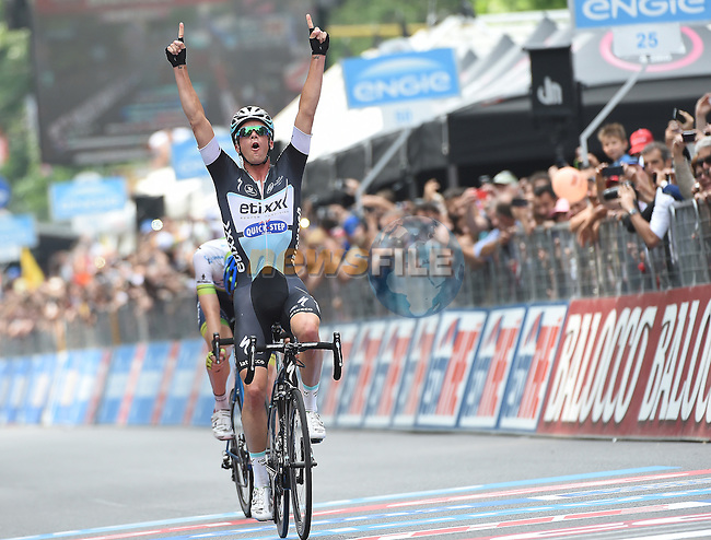 Iljo Keisse (BEL) Etixx-Quick Step outsprints breakaway companion Luke Durbridge (AUS) Orica GreenEdge to win Stage 21, the final stage, of the 98th Giro d'Italia 2015 running 178km from Turin to Milan. 31st May 2015. <br /> Photo: ANSA/Daniel Dal Zennaro/www.newsfile.ie