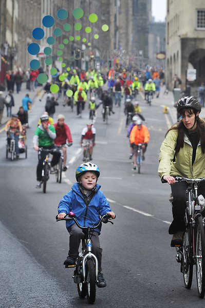 Thousands of people turn out to Pedal On Parliament to call for safer cycling, Edinburgh, Scotland, 19th May, 2013.Picture:Scott Taylor Universal News And Sport (Europe) .All pictures must be credited to www.universalnewsandsport.com. (Office)0844 884 51 22.