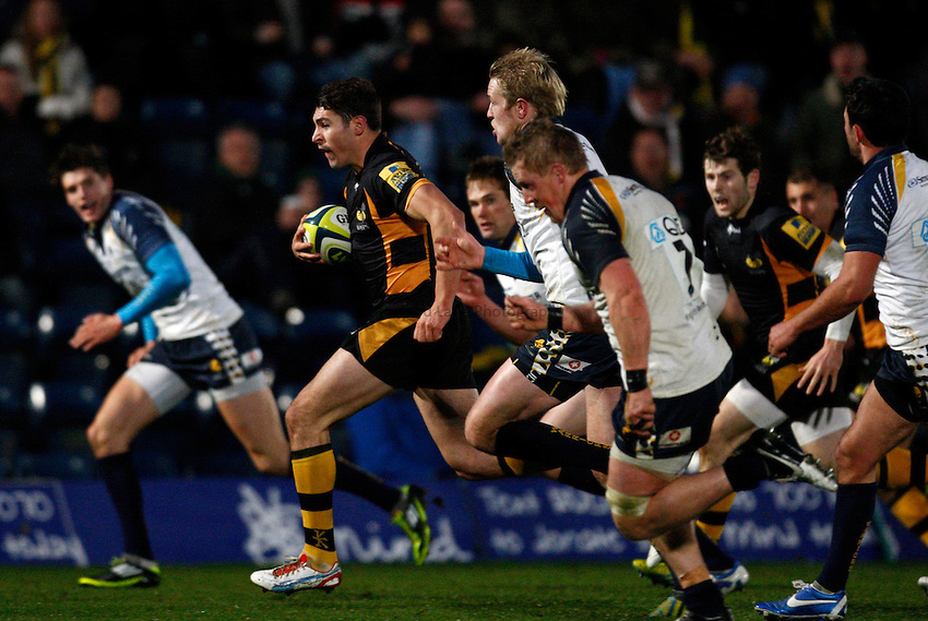 Photo: Richard Lane/Richard Lane Photography. London Wasps v Worcester Warriors. LV= Cup. 18/11/2012. Wasps' Charlie Davies breaks for a try.