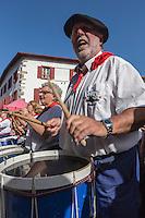 France, Aquitaine, Pyrénées-Atlantiques, Pays Basque, Espelette: Bandas pendant la fête du piment d'Espelette //  France, Pyrenees Atlantiques, Basque Country, Espelette: Village band during Espelette pepper festival
