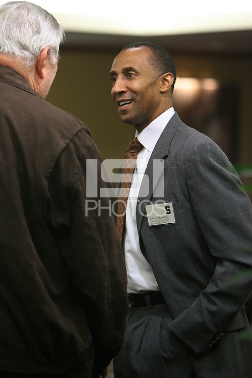 STANFORD, CA - DECEMBER 8:  Head coach Johnny Dawkins of the Stanford Cardinal speaks at the Coaches Corner Luncheon on December 8, 2008 in San Francisco, California.
