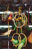 Asie/Singapour/Singapour: Arab Street - Boutique de vannerie - Détail péroquet en osier