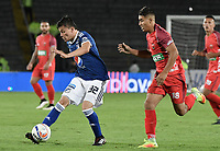 BOGOTA - COLOMBIA, 11-02-2018: Christian Huerfano (Izq) jugador de Millonarios disputa el balón con Santiago Roa (Der) jugador de Patriotas Boyaca durante partido por la fecha 2 de la Liga Aguila I 2018 jugado en el estadio Nemesio Camacho El Campin de la ciudad de Bogotá. / Christian Huerfano (L) player of Millonarios fights for the ball with Santiago Roa (R) player of Patriotas Boyaca during match for the date 2 of the Liga Aguila I 2018 played at the Nemesio Camacho El Campin Stadium in Bogota city. Photo: VizzorImage / Gabriel Aponte / Staff.
