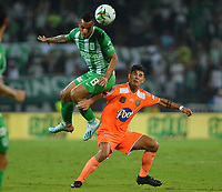 MEDELLÍN - COLOMBIA ,23-10-2019:Brayan Rovira (Izq.)  jugador del Atlético Nacional disputa el balón contra  Envigado   durante partido por la fecha 19 de la Liga Águila II 2019 jugado en el estadio Atanasio Girardot de la ciudad de Medellín. /Brayan Rovira (L) player of Atletico Nacional fights the ball agaisnt of Envigado  during the match for the date 19 of the Liga Aguila I 2019 played at the Atanasio Girardot  Stadium in Medellin  city. Photo: VizzorImage / León Monsalve / Contribuidor.