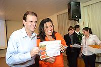 RIO DE JANEIRO-16 DE MAIO DE 2012-DIA DO GARI- O Prefeito Eduardo Paes, a atriz Regina Case e Renato Sorriso na homenagem aos Garis, na Tijuca, zona norte do Rio.Foto:Marcelo Fonseca-Brazil Photo Press